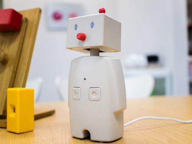 デジタルで希薄になった絆をデジタルで呼び覚ます、家族を繋ぐのはコミュニケーションロボットだった